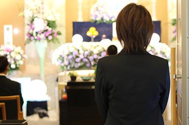 一般葬 説明イメージ(葬祭場スタッフイメージ)